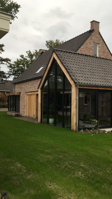 drijvers-oisterwijk-nieuwbouw-exterieur-woning-particulier-baksteen-dakpannen-hout-puien (8)