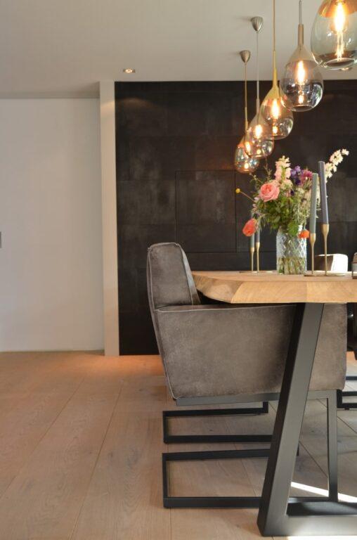 drijvers-oisterwijk-woonvilla-verbouwing-interieur-leer-keuken-eetkamer-zitkamer-stoel