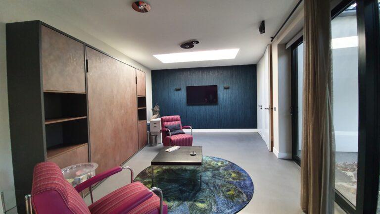 drijvers-oisterwijk-interieur-verbouwing-behang-armaturen-modern-particulier-detail-badkamer-woonkamer (1)