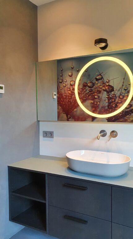drijvers-oisterwijk-interieur-verbouwing-behang-armaturen-modern-particulier-detail-badkamer-woonkamer (5)