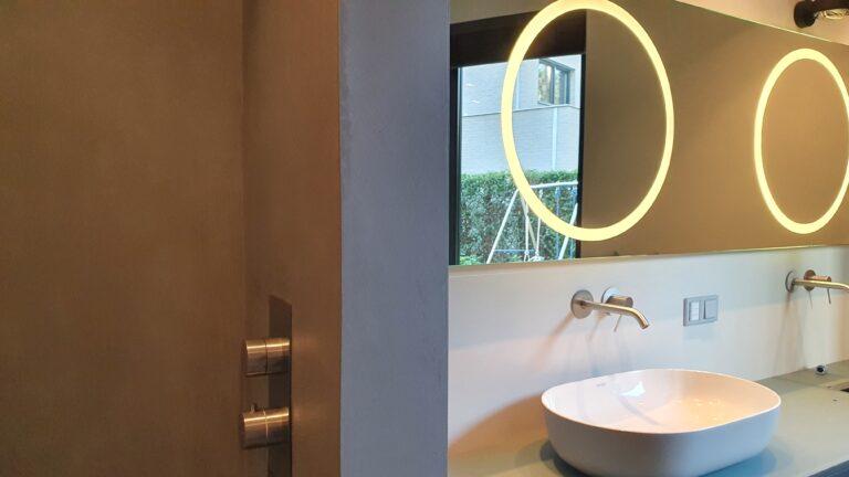 drijvers-oisterwijk-interieur-verbouwing-behang-armaturen-modern-particulier-detail-badkamer-woonkamer (7)