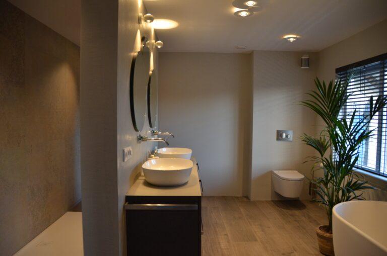 drijvers-oisterwijk-interieur-particulier-verbouwing-modern-armaturen-keuken-badkamer-woonkamer-eetkamer-tegel-hout-look (22)