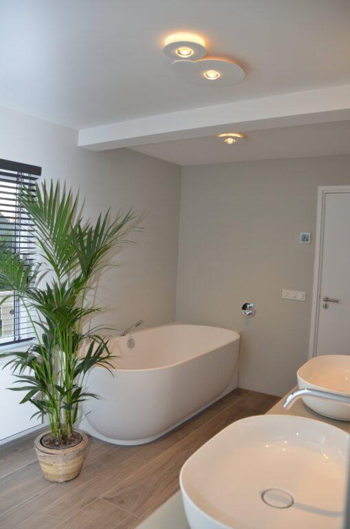 drijvers-oisterwijk-interieur-particulier-verbouwing-modern-armaturen-keuken-badkamer-woonkamer-eetkamer-tegel-hout-look (29)