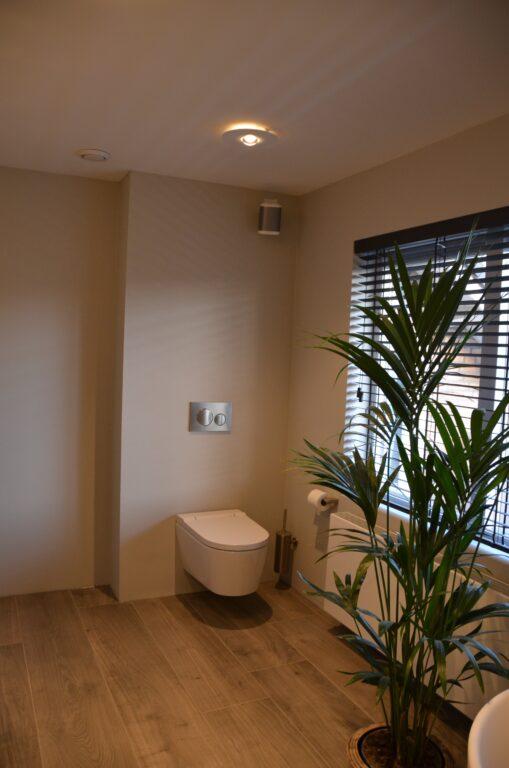 drijvers-oisterwijk-interieur-particulier-verbouwing-modern-armaturen-keuken-badkamer-woonkamer-eetkamer-tegel-hout-look (30)