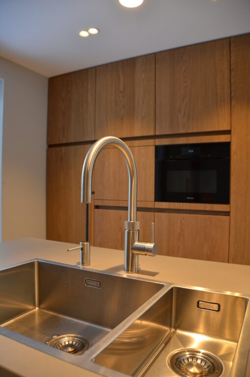 drijvers-oisterwijk-interieur-particulier-verbouwing-modern-armaturen-keuken-badkamer-woonkamer-eetkamer-tegel-hout-look (9)