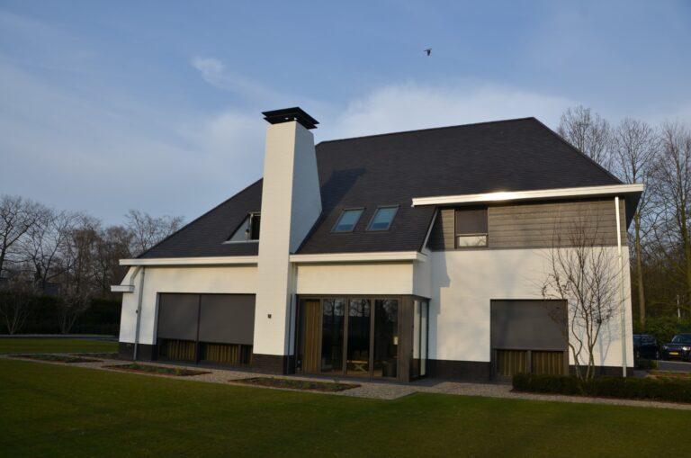 drijvers-oisterwijk-exterieur-nieuwbouw-villa-oisterwijk-modern-bakstenen-dakpannen-schoorsteen-wit (11)