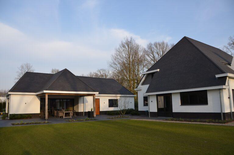 drijvers-oisterwijk-exterieur-nieuwbouw-villa-oisterwijk-modern-bakstenen-dakpannen-schoorsteen-wit (16)