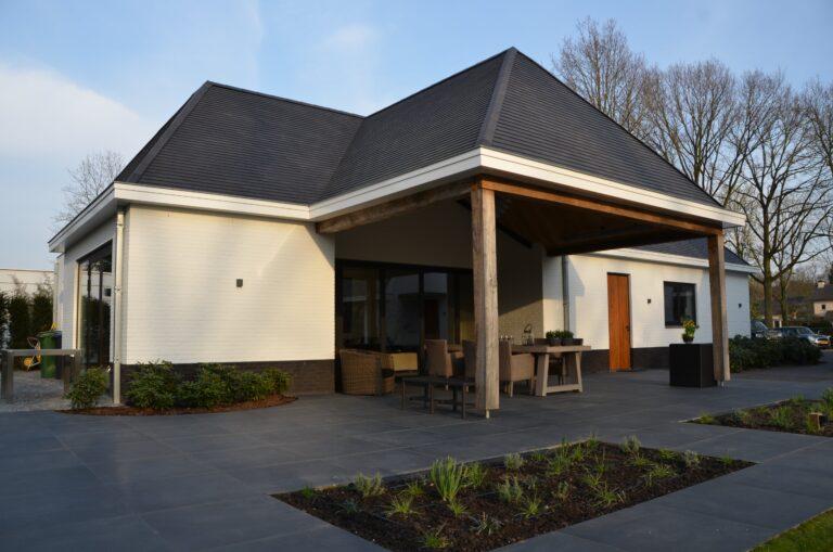 drijvers-oisterwijk-exterieur-nieuwbouw-villa-oisterwijk-modern-bakstenen-dakpannen-schoorsteen-wit (20)