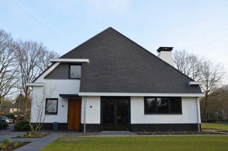 drijvers-oisterwijk-exterieur-nieuwbouw-villa-oisterwijk-modern-bakstenen-dakpannen-schoorsteen-wit (22)