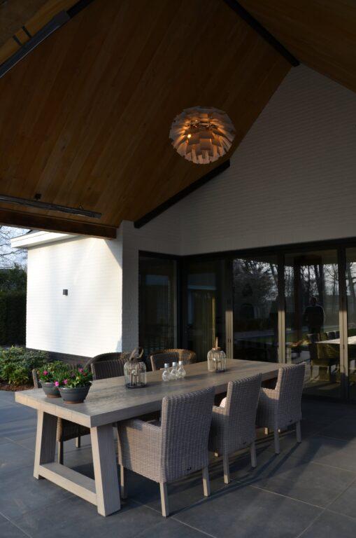 drijvers-oisterwijk-exterieur-nieuwbouw-villa-oisterwijk-modern-bakstenen-dakpannen-schoorsteen-wit (26)