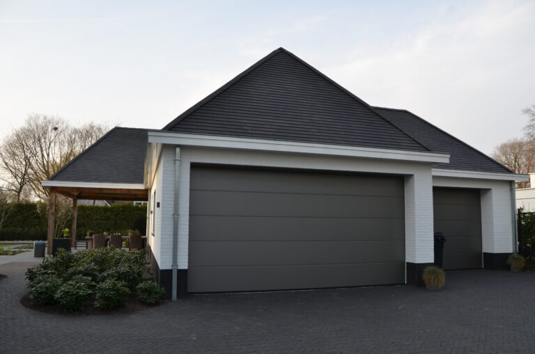 drijvers-oisterwijk-exterieur-nieuwbouw-villa-oisterwijk-modern-bakstenen-dakpannen-schoorsteen-wit (28)