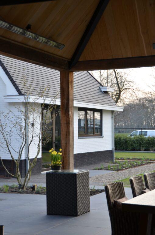 drijvers-oisterwijk-exterieur-nieuwbouw-villa-oisterwijk-modern-bakstenen-dakpannen-schoorsteen-wit (29)