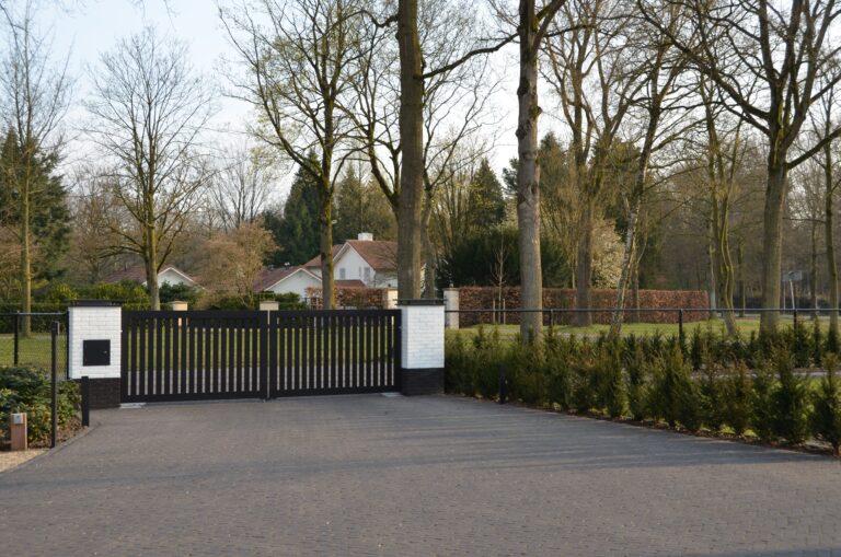 drijvers-oisterwijk-exterieur-nieuwbouw-villa-oisterwijk-modern-bakstenen-dakpannen-schoorsteen-wit (3)