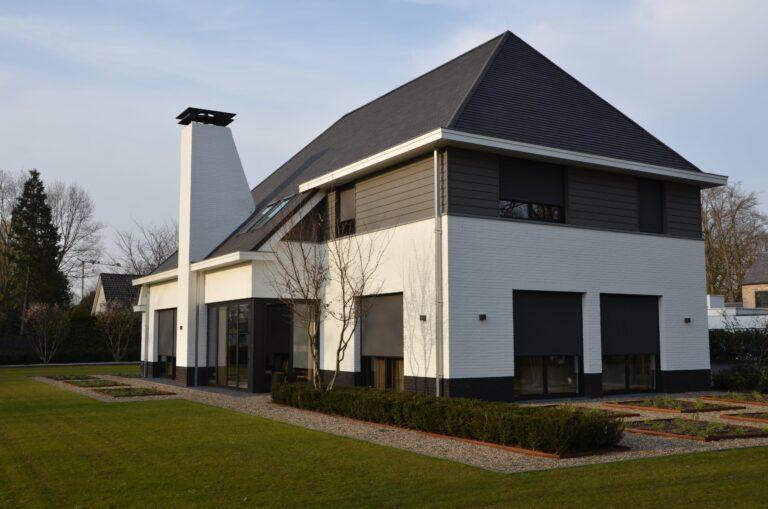 drijvers-oisterwijk-exterieur-nieuwbouw-villa-oisterwijk-modern-bakstenen-dakpannen-schoorsteen-wit (8)
