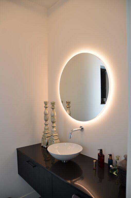 drijvers-oisterwijk-interieur-nieuwbouw-villa-zwarte-kozijnen-modern-meubels-keuken-sanitair-armaturen (11)