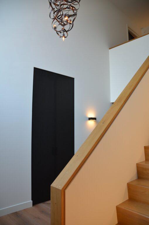 drijvers-oisterwijk-interieur-nieuwbouw-villa-zwarte-kozijnen-modern-meubels-keuken-sanitair-armaturen (13)