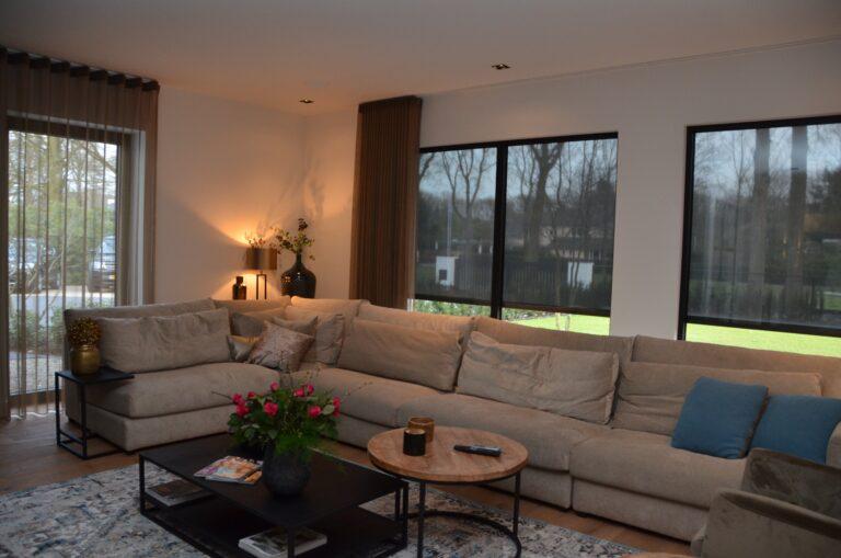 drijvers-oisterwijk-interieur-nieuwbouw-villa-zwarte-kozijnen-modern-meubels-keuken-sanitair-armaturen (18)