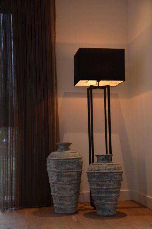 drijvers-oisterwijk-interieur-nieuwbouw-villa-zwarte-kozijnen-modern-meubels-keuken-sanitair-armaturen (19)