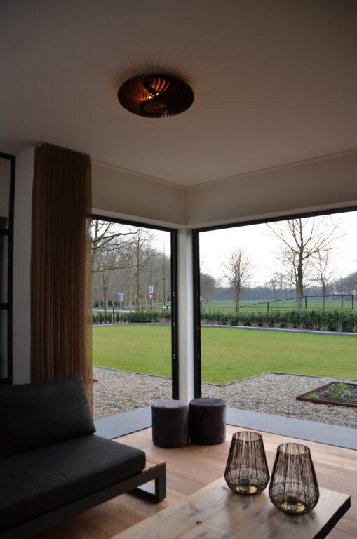 drijvers-oisterwijk-interieur-nieuwbouw-villa-zwarte-kozijnen-modern-meubels-keuken-sanitair-armaturen (20)