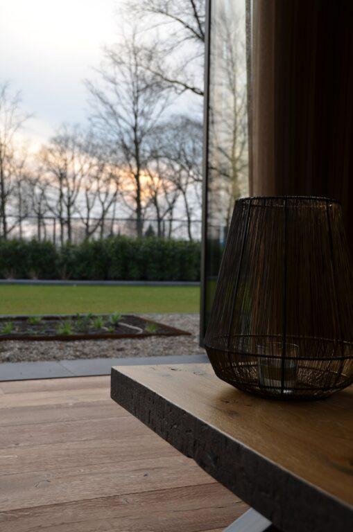drijvers-oisterwijk-interieur-nieuwbouw-villa-zwarte-kozijnen-modern-meubels-keuken-sanitair-armaturen (21)