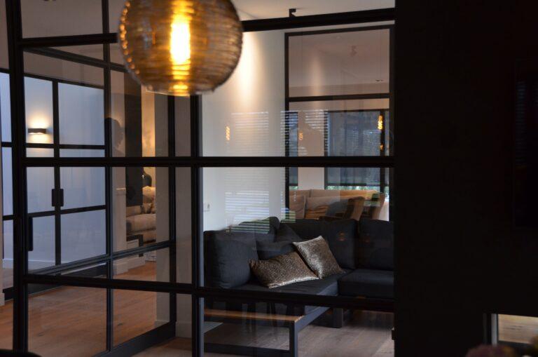 drijvers-oisterwijk-interieur-nieuwbouw-villa-zwarte-kozijnen-modern-meubels-keuken-sanitair-armaturen (25)