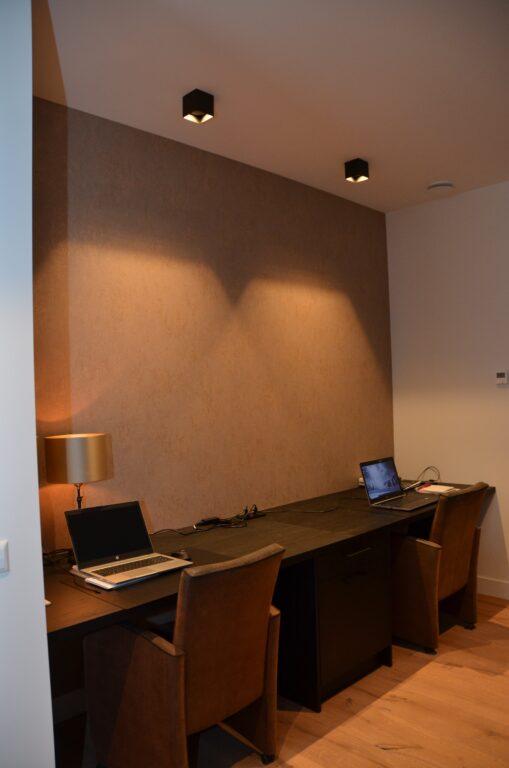 drijvers-oisterwijk-interieur-nieuwbouw-villa-zwarte-kozijnen-modern-meubels-keuken-sanitair-armaturen (27)