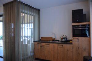 drijvers-oisterwijk-interieur-nieuwbouw-villa-zwarte-kozijnen-modern-meubels-keuken-sanitair-armaturen (3)