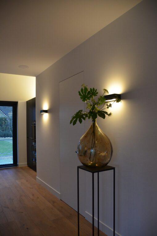 drijvers-oisterwijk-interieur-nieuwbouw-villa-zwarte-kozijnen-modern-meubels-keuken-sanitair-armaturen (35)