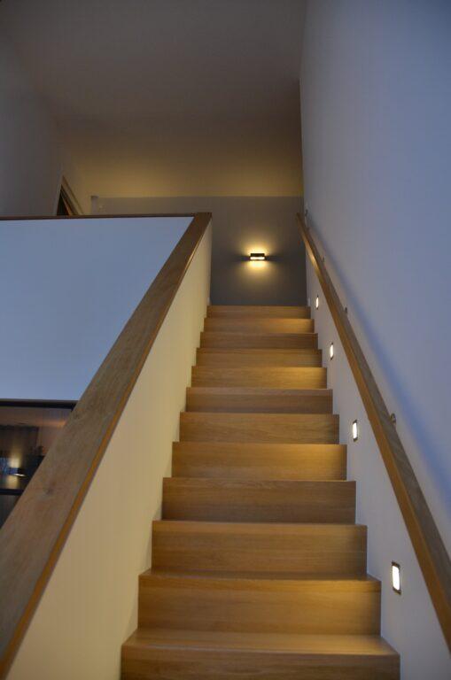 drijvers-oisterwijk-interieur-nieuwbouw-villa-zwarte-kozijnen-modern-meubels-keuken-sanitair-armaturen (36)