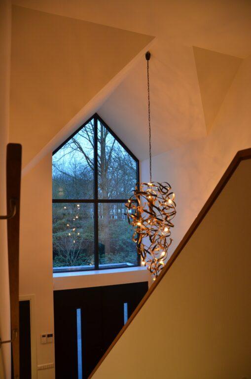 drijvers-oisterwijk-interieur-nieuwbouw-villa-zwarte-kozijnen-modern-meubels-keuken-sanitair-armaturen (37)