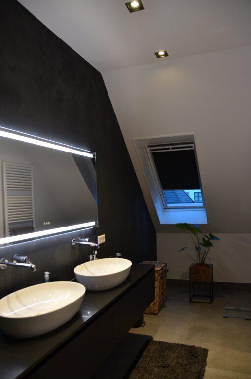 drijvers-oisterwijk-interieur-nieuwbouw-villa-zwarte-kozijnen-modern-meubels-keuken-sanitair-armaturen (38)