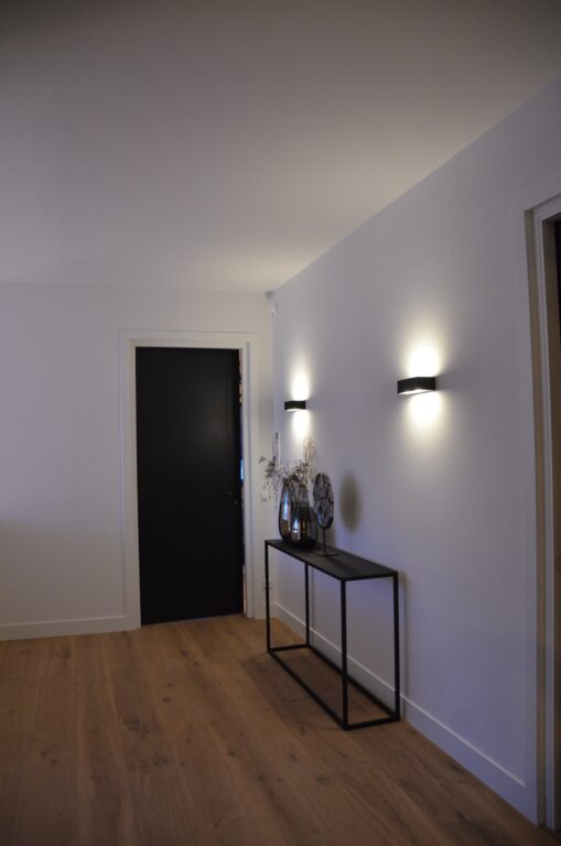 drijvers-oisterwijk-interieur-nieuwbouw-villa-zwarte-kozijnen-modern-meubels-keuken-sanitair-armaturen (39)
