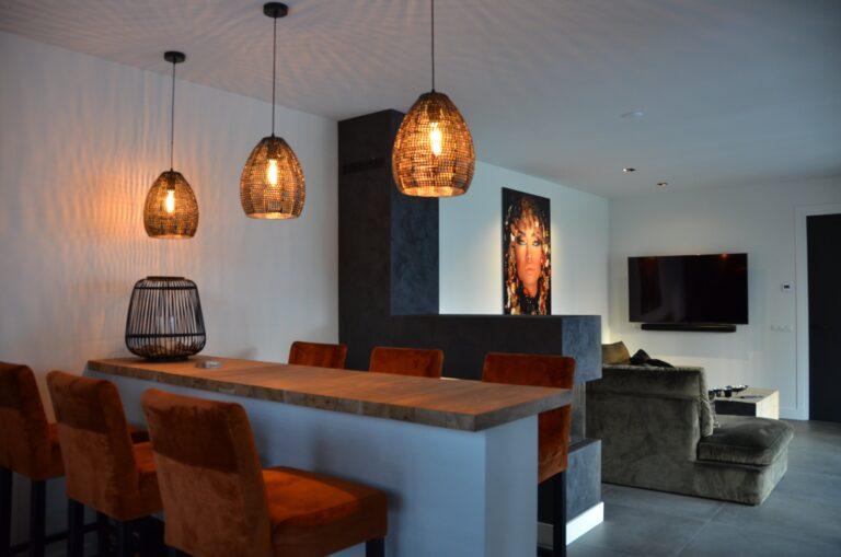 drijvers-oisterwijk-interieur-nieuwbouw-villa-zwarte-kozijnen-modern-meubels-keuken-sanitair-armaturen (6)