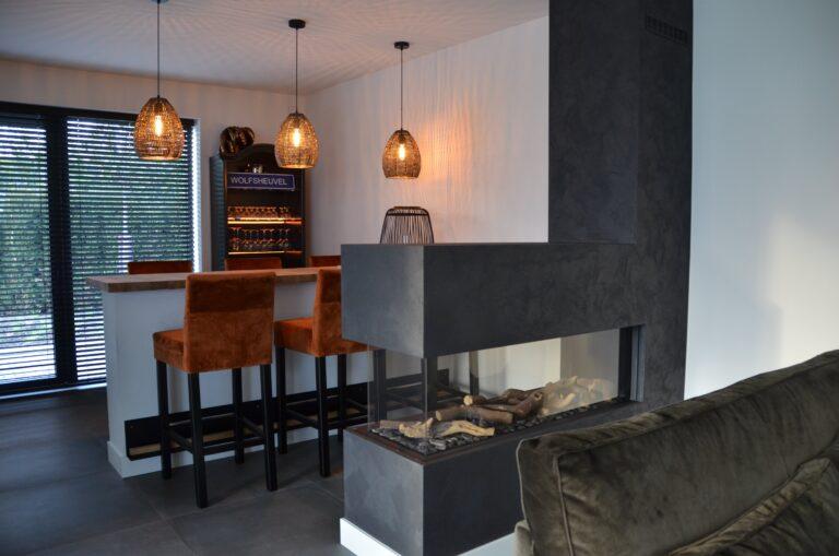 drijvers-oisterwijk-interieur-nieuwbouw-villa-zwarte-kozijnen-modern-meubels-keuken-sanitair-armaturen (7)