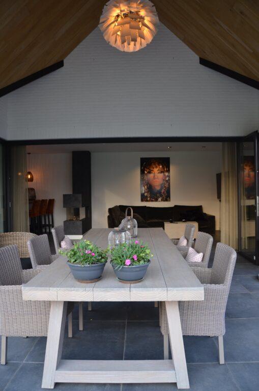 drijvers-oisterwijk-interieur-nieuwbouw-villa-zwarte-kozijnen-modern-meubels-keuken-sanitair-armaturen (8)