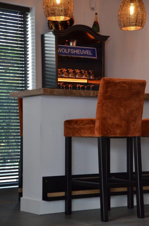 drijvers-oisterwijk-interieur-nieuwbouw-villa-zwarte-kozijnen-modern-meubels-keuken-sanitair-armaturen (9)
