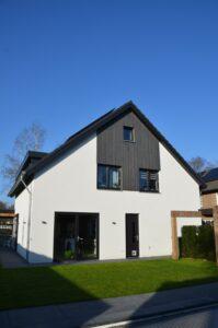 drijvers-oisterwijk-verbouwing-exterieur-interieur-particulier-modern-gemoderniseerd-houten-gevel-spanten-zwembad-wit-stucwerk-pannendak (19)