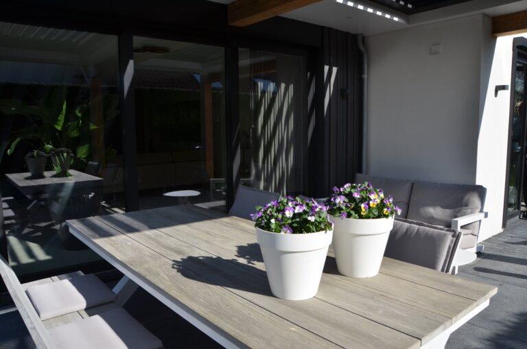 drijvers-oisterwijk-verbouwing-exterieur-interieur-particulier-modern-gemoderniseerd-houten-gevel-spanten-zwembad-wit-stucwerk-pannendak (30)