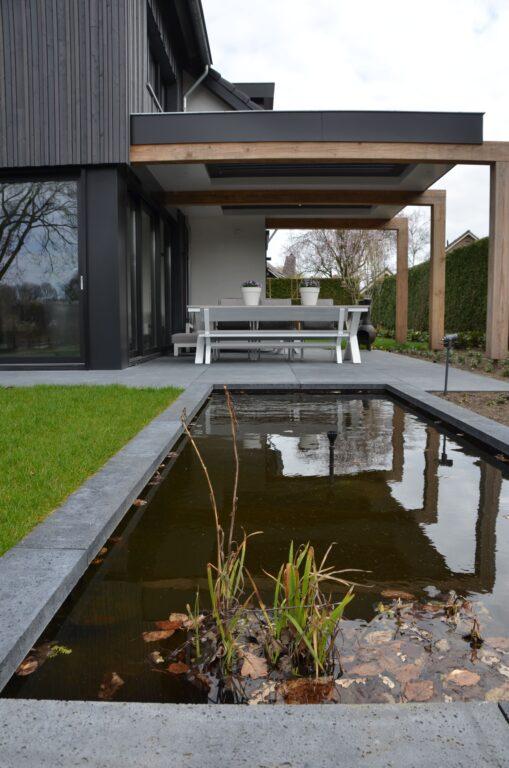drijvers-oisterwijk-verbouwing-exterieur-interieur-particulier-modern-gemoderniseerd-houten-gevel-spanten-zwembad-wit-stucwerk-pannendak (6)