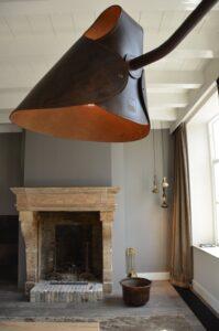 drijvers-oisterwijk-interieur-verbouwing-modern-landelijk-particulier-behang-openhaard-marmer-keuken-woonkamer-bruintinten-armaturen (1)