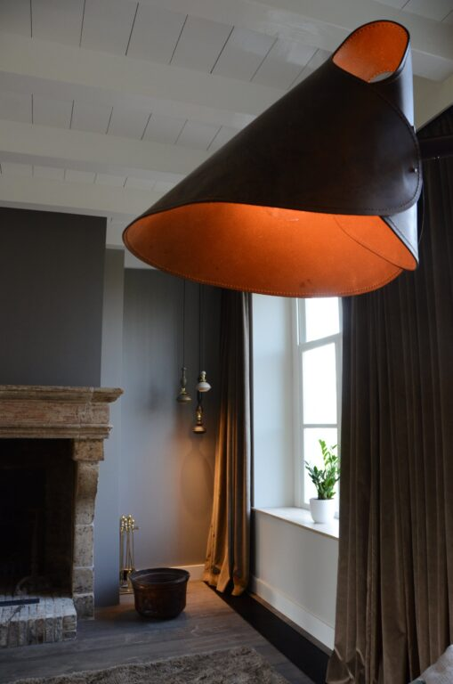drijvers-oisterwijk-interieur-verbouwing-modern-landelijk-particulier-behang-openhaard-marmer-keuken-woonkamer-bruintinten-armaturen (10)