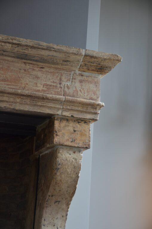 drijvers-oisterwijk-interieur-verbouwing-modern-landelijk-particulier-behang-openhaard-marmer-keuken-woonkamer-bruintinten-armaturen (18)