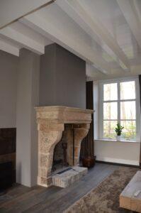 drijvers-oisterwijk-interieur-verbouwing-modern-landelijk-particulier-behang-openhaard-marmer-keuken-woonkamer-bruintinten-armaturen (2)