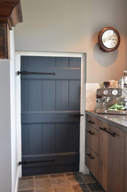 drijvers-oisterwijk-interieur-verbouwing-modern-landelijk-particulier-behang-openhaard-marmer-keuken-woonkamer-bruintinten-armaturen (26)