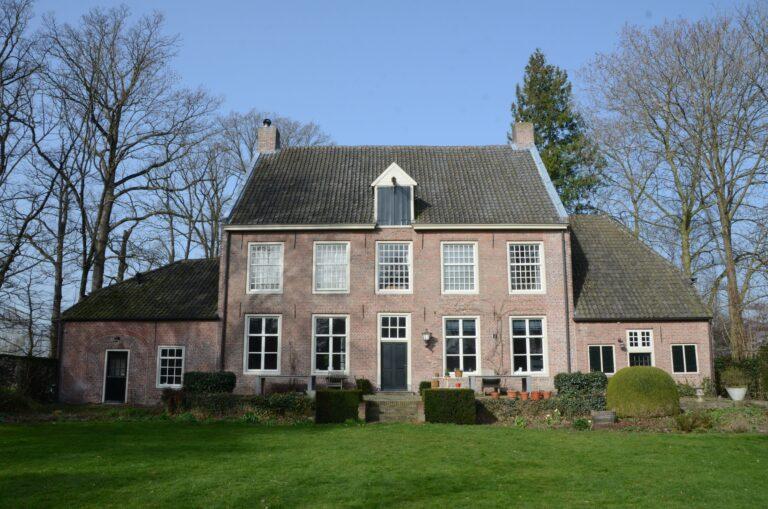 drijvers-oisterwijk-interieur-verbouwing-modern-landelijk-particulier-behang-openhaard-marmer-keuken-woonkamer-bruintinten-armaturen (8)