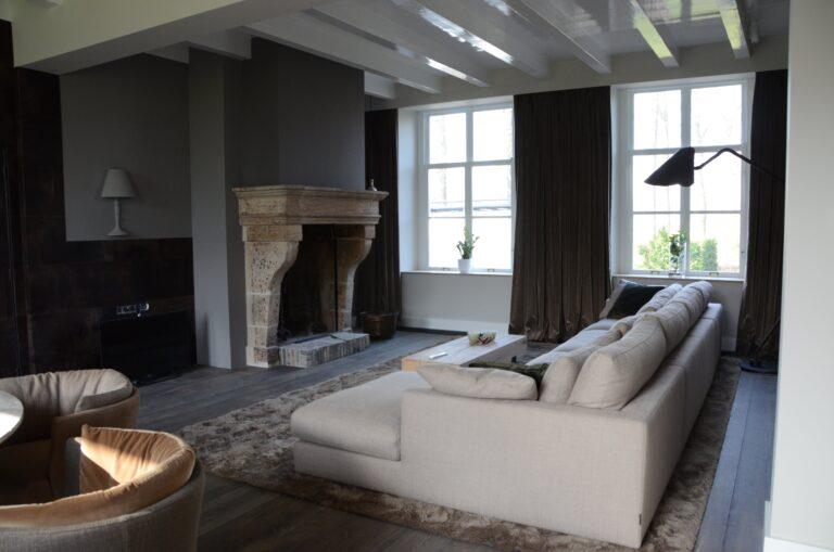 drijvers-oisterwijk-interieur-verbouwing-modern-landelijk-particulier-behang-openhaard-marmer-keuken-woonkamer-bruintinten-armaturen (9)