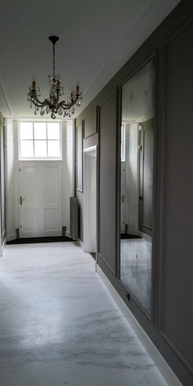drijvers-oisterwijk-nieuwsbericht-particulier-interieur-villa-marmer-entree-min